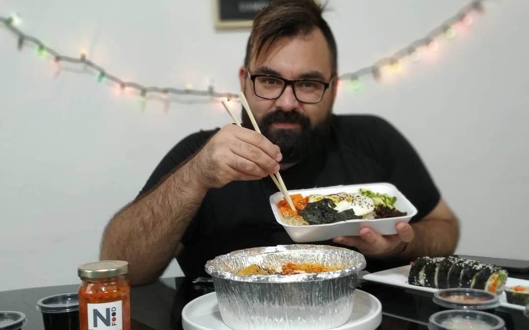 Lee más sobre el artículo Youtuber Andrés Uruguayo prueba comida coreana en Venezuela