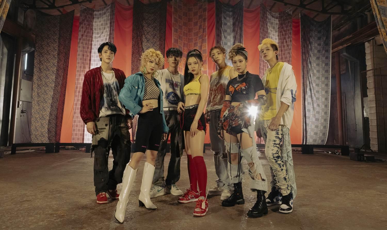 Lee más sobre el artículo 777 (Triple7): 'El Kpop se acerca cada vez más al pop latino'